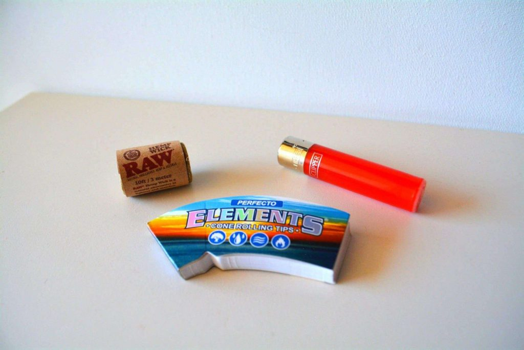 Mini Clipper, RAW Hemp Wick & Elements Cone Rolling Tips – Cannabox Accessories (pictured)