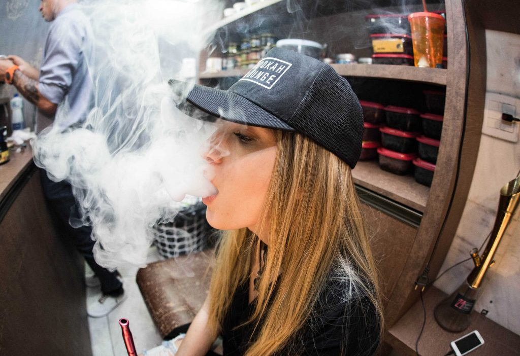 girl stoner vapes with quartz banger